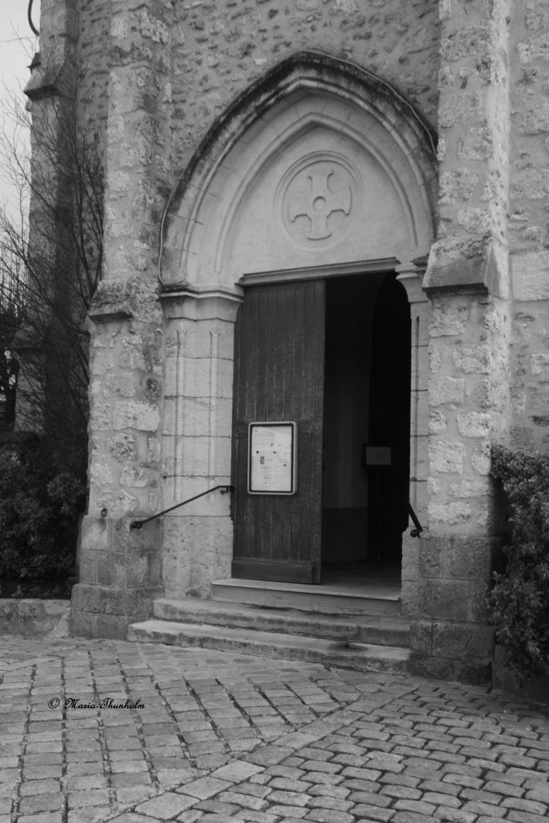 L'entrée de l'église de Ballancourt sur Essonne, Île de France, France. Vendredi 11 janvier 2013